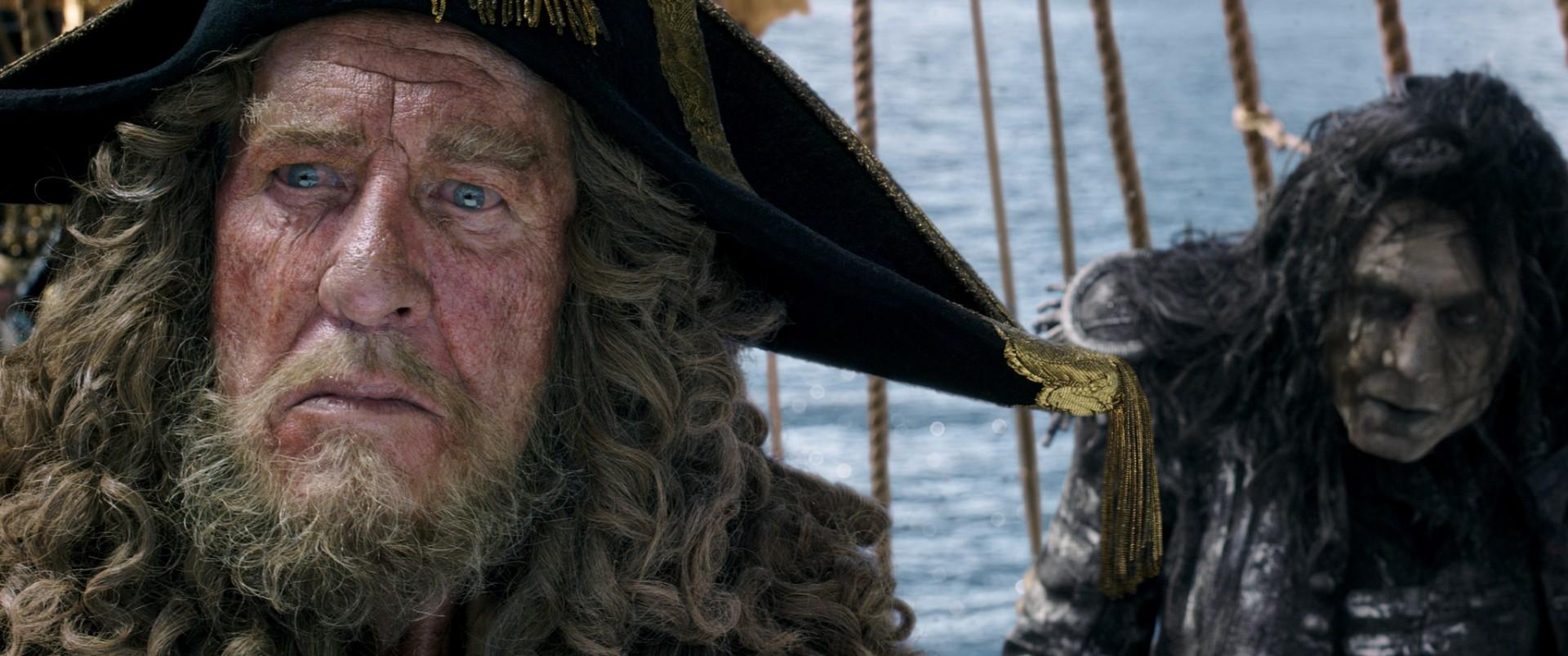 Смотреть фильм Пираты Карибского моря: Мертвецы не рассказывают сказки пиратская копия